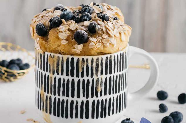 Mugcake de avena y blueberries